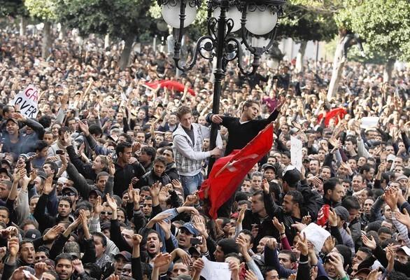 30000 personas se movilizaron en Tunez este 1 de Mayo de 2012