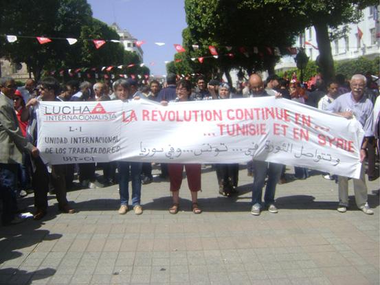 Delegacion de Lucha Internacionalista y UIT-CI en la movilizacion de trabajadores tunecinos del 1º de Mayo, en la capital de Tunez