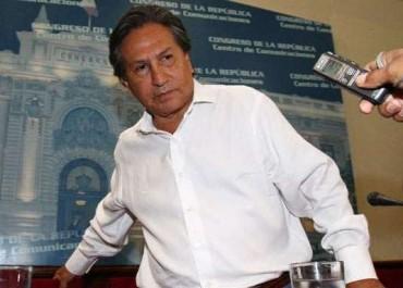 Toledo fue expulsado por estudiantes de Cajamarca en Perú por defender el proyecto megaminero Conga