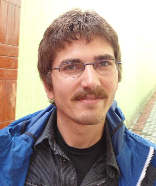 Atakan Ciftci del Frente Obrero de Turquía saluda al IV Congreso mundial de la UIT-CI