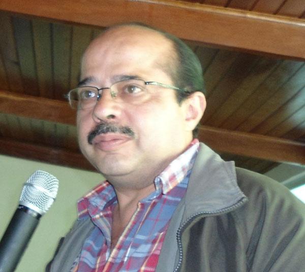 Enrique Gomez del Partido Obrero Socialista de Mexico saluda al IV Congreso mundial de la UIT-CI