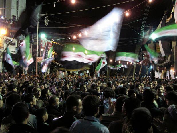 Siria: manifestación nocturna en apoyo a la revolución