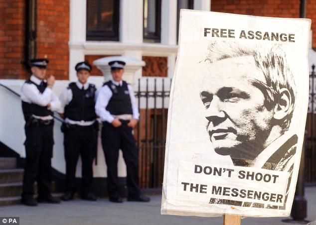 Julián Assange, director del sitio web WikiLeaks, permanece desde el 19 de junio en la embajada de Ecuador en Londres en carácter de asilado.