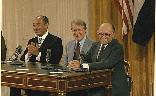 Sadat, Carter y Begin contentos en Camp David.