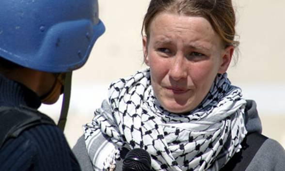 Rachel Corrie en una entrevista con la television saudita el 14 de marzo de 2003, dos días antes de que la mataran. Photograph: Lorenzo Scaraggi/Getty Images