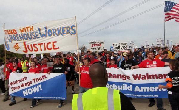 """Trabajadores de Walmart amenazan con hacer huelga en el """"black friday"""" el dia de mayor venta de toda la cadena norteamericana."""