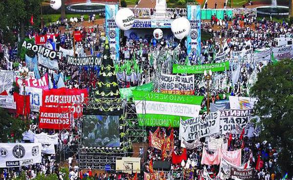 La CGT y la CTA colmaron la Plaza de Mayo junto al sindicalismo combativo y los partidos de Izquierda