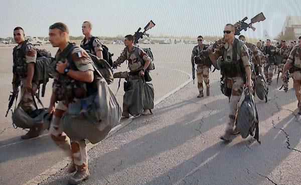 Tropas imperialistas francesas desembarcan en Mali