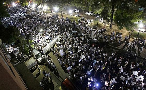 Mais de 35 mil pessoas caminharam pelas ruas de Santa Maria na noite de 28/01