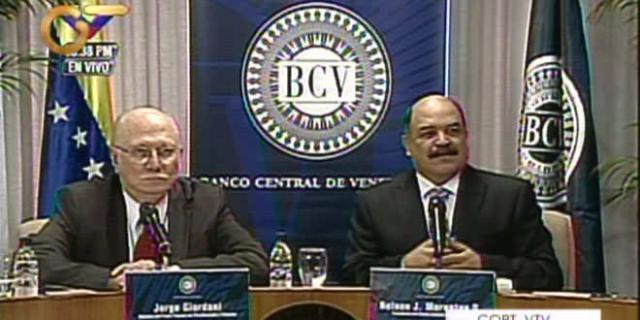 el Ministro de Planificación y Finanzas, Jorge Giordani, acompañado de Nelson Merentes, presidente del Banco Central de Venezuela, acaban de anunciarle al país una nueva devaluación del 46,5% de la moneda nacional con respecto al dolar