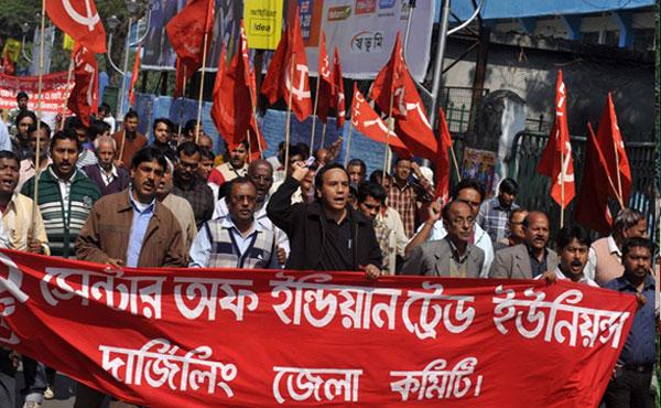 Millones de indios participan en la mayor huelga general en la historia del país