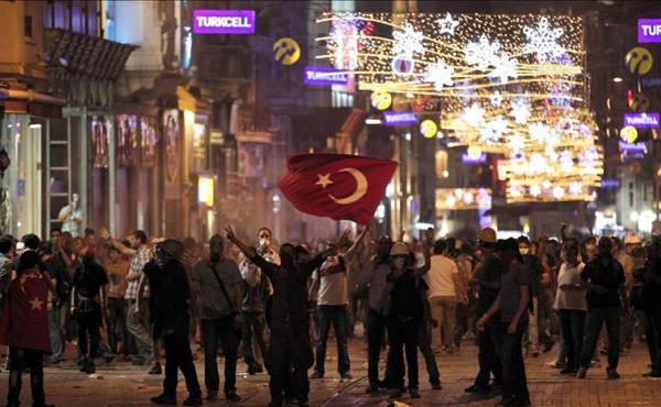 DECLARACIÓN DEL COMITÉ COORDINADOR UIT-CI/CEI   ¡Parar la represión, reforzar la solidaridad internacional! ¡Todos y todas somos Taksim!