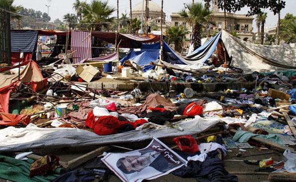 los adherentes al ex presidente Mursi, convocados por la Hermandad Musulmana se movilizaron masivamente en forma permanente y terminaron instalando diversos campamentos