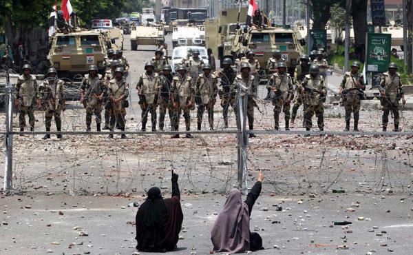 En Egipto se ha producido una masacre a manos de los militares y la policía de la nueva dictadura, instalada en julio.
