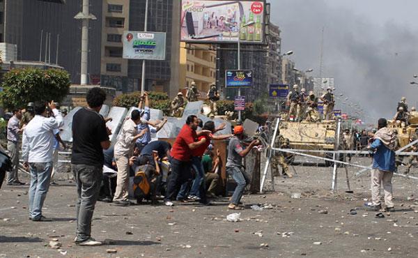 En Egipto se ha dado un golpe militar contrarrevolucionario y el dictador Mubarak ha logrado salir de la cárcel y pasar al arresto domiciliario.