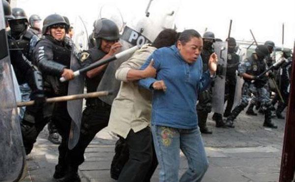 Violenta represión a los maestros mexicanos por parte de las fuerzas represivas del Presidente Enrique Peña Nieto