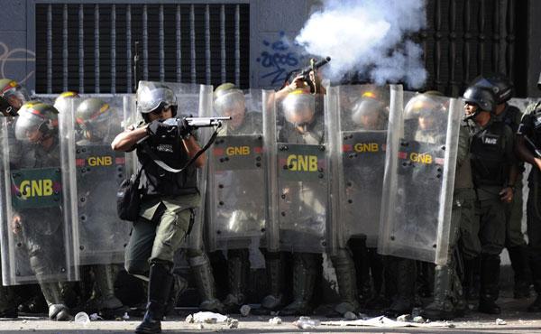 En las protestas posteriores al 12 de febrero han muerto seis personas más, se estima que casi doscientas personas han sido heridas de bala y perdigones, la mayoría como resultado de las acciones de los grupos parapoliciales y la GNB