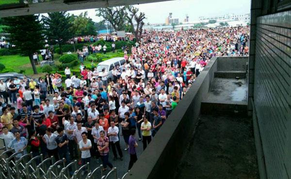 Una protesta masiva detiene la producción de siete grandes fábricas de la firma que trabaja para Nike, Adidas, Timberland, Reebok o New Balance en la ciudad sureña de Dongguan