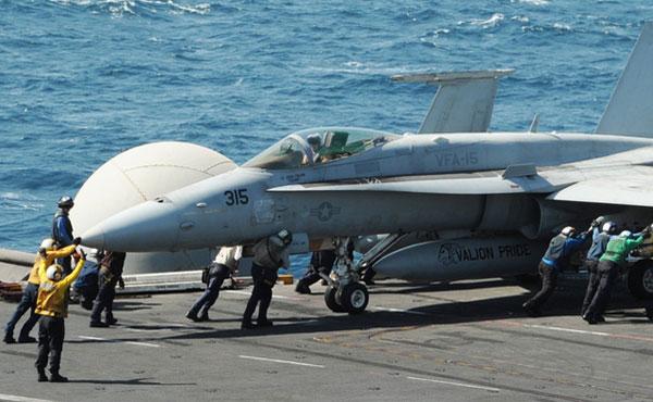 """Obama ordenó bombardeos en Irak con la excusa de """"proteger a los civiles de minorías perseguidas"""" (cristiano, yasidíes) del ataque de ISIS (grupo autodenominado Estado Islámico de Irak), que viene ocupando zonas del noroeste del país."""