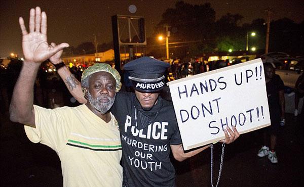 La indignación es la atmósfera que reina en Ferguson, Missouri, una localidad de Estados Unidos donde el sábado 9 de agosto murió Michael Brown, un joven afroamericano de 18 años, asesinado a tiros por un policía.