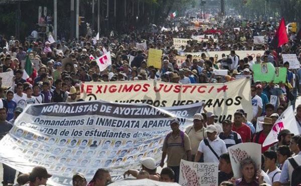 El cobarde asesinato en México de 3 jóvenes normalistas de Ayotzinapa, Guerrero, la desaparición de otros 43 y la muerte de tres personas ha conmovido a la sociedad mexicana y al mundo entero.
