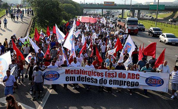 Tras 10 días de huelga que paralizaron totalmente la producción de Volkswagen de Anchieta, San Pablo, la empresa canceló 800 despidos.