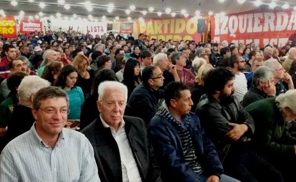 Más de 700 dirigentes sindicales se reunieron en el Hotel Bauen, bajo gestión de los trabajadores, representativos de sindicatos de las cinco centrales obreras del movimiento obrero industrial, estatal y docente que integran y apoyan el Frente de Izquierda de la lista Unidad que encabeza la fórmula Altamira- Giordano