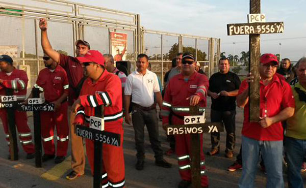 Cientos de trabajadores se movilizaron el martes a las puertas de Petrocedeño en defensa de Bladimir Carvajal