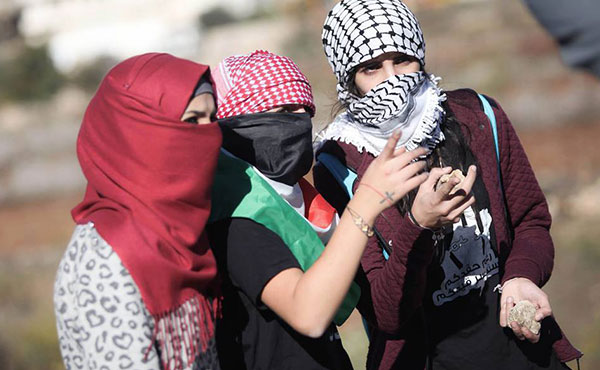 Las mujeres palestinas en la primera línea en todas las manifestaciones contra el estado invasor sionista.