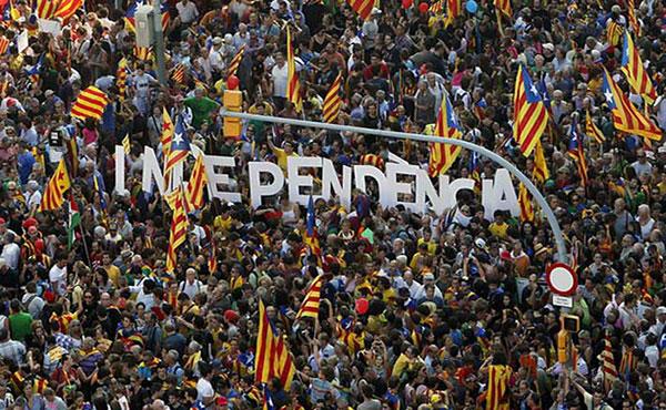 Millones de personas nos hemos movilizado una y otra vez pidiendo ejercer el derecho de autodeterminación mediante un referéndum de carácter vinculante, y por lo tanto, que se contaran votos a favor y en contra de la independencia de Catalunya.
