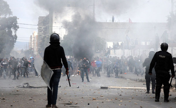 las manifestaciones de diferentes proporciones siguen en 16 ciudades del país. La vanguardia de las movilizaciones son como en el 2011 los jóvenes diplomados en paro.