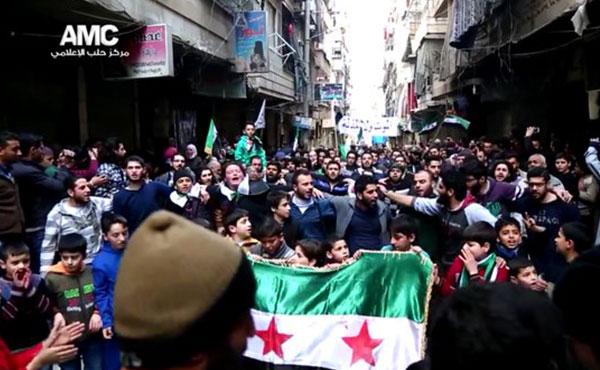 Manifestación en Aleppo el viernes 11/3 a casi 5 años del levantamiento popular contra la dictadura de Al Assad en Siria. Desde entonces ni solo día el pueblo sirio dejó de luchar heroicamente por su libertad contra la dictadura e invasores diversos.