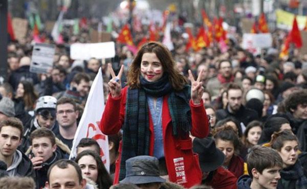 """El martes 14 un millón trescientos mil personas se manifestaron en París contra la reforma laboral que quiere imponer el gobierno, falso """"socialista"""", de Hollande"""