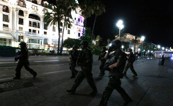 Hollande acaba de anunciar la prolongación del estado de emergencia de tres meses