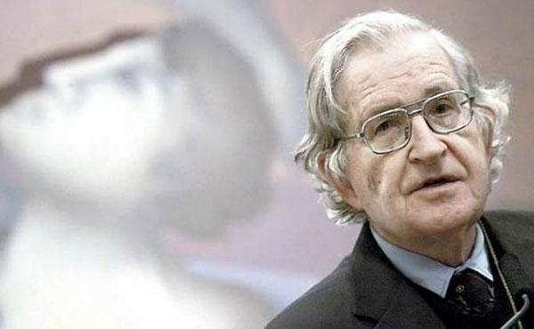 Noam Chomsky es profesor emérito de lingüística en el Instituto Tecnológico de Massachusetts (MIT) y una de las figuras más destacadas de la lingüística del siglo XX.