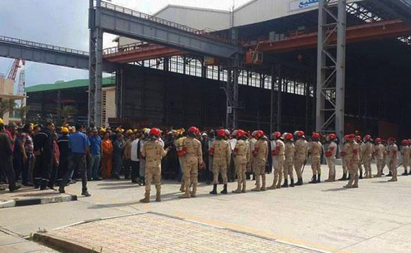 26 trabajadores de la Compañía de los astilleros navales de Alejandría están presos, a la espera de su juicio por un tribunal militar, que se pasó para octubre, bajo los cargos de abstenerse de trabajar y de incitar a la huelga.
