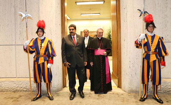 Maduro se reunió con el Papa. La iglesia mediará entre el gobierno y la MUD