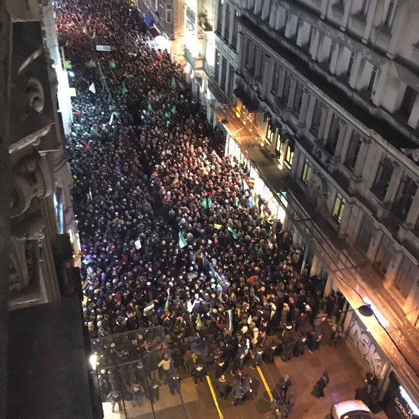 Thousands in solidarity with Aleppo in front of Russian embssy in Istambul