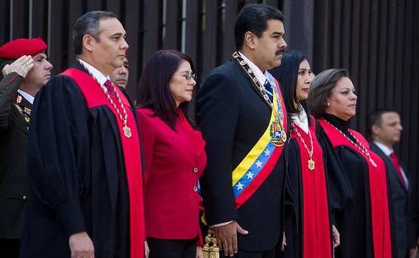 En los últimos dos días el Tribunal Supremo de Justicia (TSJ) dio nuevos zarpazos antidemocráticos, profundizando la restricción a las libertades democráticas que el gobierno de Nicolás Maduro viene realizando.