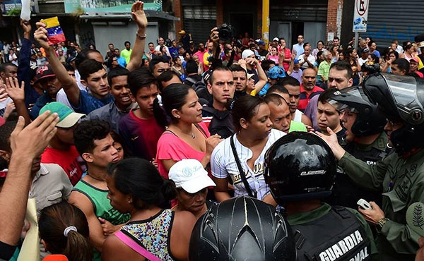 Sin apoyo popular y con crecientes divisiones en el chavismo, el gobierno de Maduro se apoya en los militares para atacar con gran violencia a la ola de movilizaciones populares que comenzó el 4 de abril.