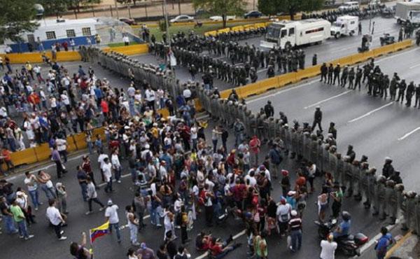 Rechazamos el intento de criminalizar y perseguir a los que protestan: Ya van cerca de 20 muertes en las calles.