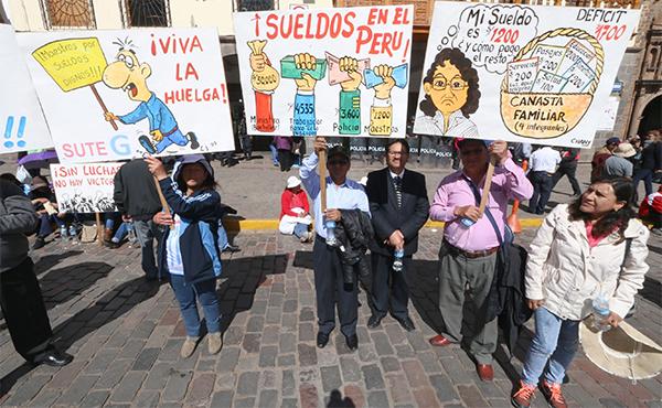 huelga de maestros en Perú