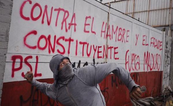 pinta PSL y manifestante ajustado