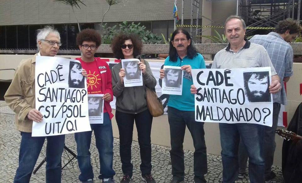 CST ante el consulado argentino