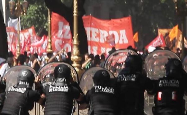 Izquierda Socialista enfrenta la represión de Macri