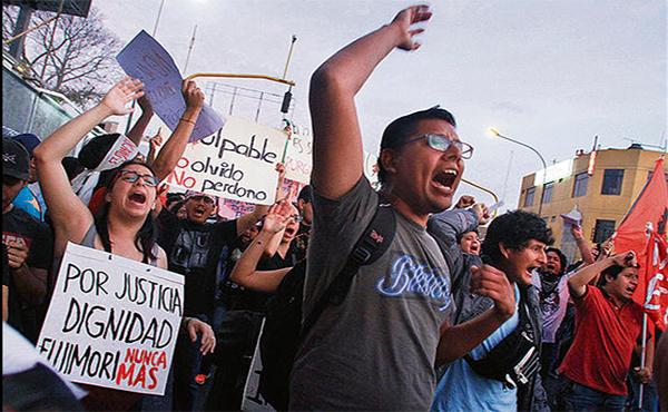 Protestas contra el indulto al genocida Fujimori