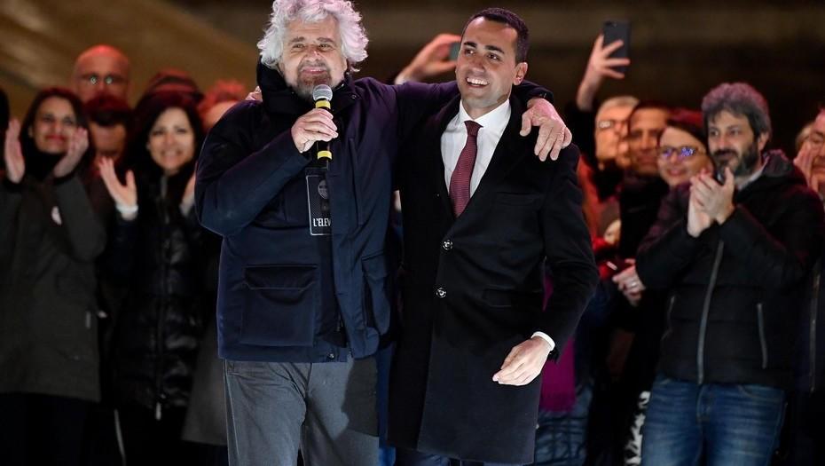 Beppe Grillo junto al candidato a primer ministro de M5S Luigi Di Maio
