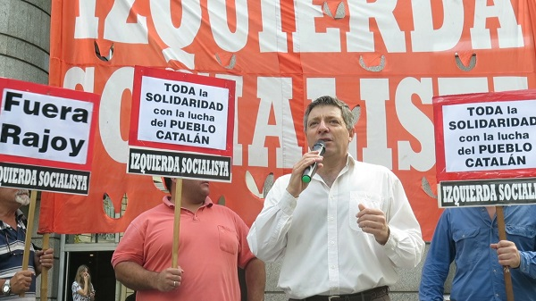 El diputado Juan Carlos Giordano en la Cancillería repudiando la visita de Rajoy