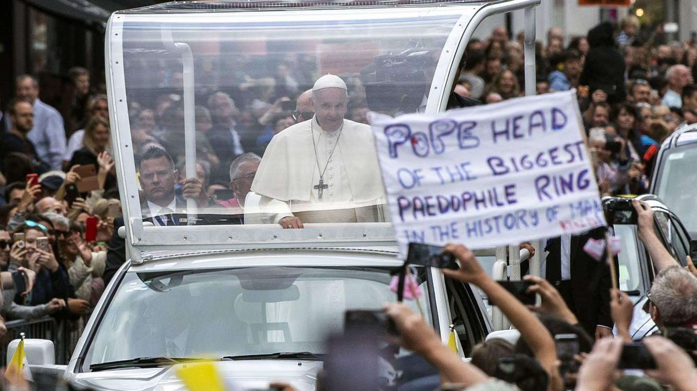 Criticas al papa en su visita a Irlanda
