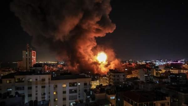 Impacto de un proyectil israelí sobre Gaza